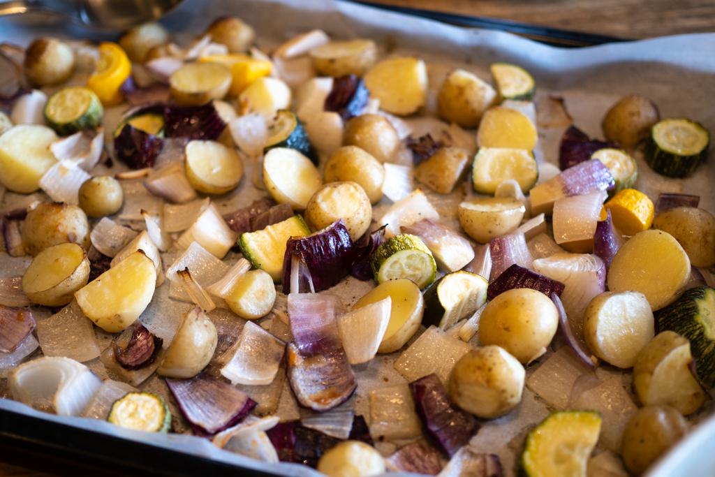 春ジャガイモとズッキーニと赤玉ねぎのオーブン焼き
